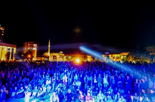 2.About 4000 people attended the Vjosa concert at the main square in Tirana © Adrian Guri